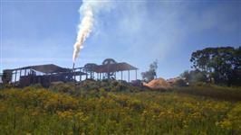 empresa de biomassa trabalhando, com secadores e equipamentos