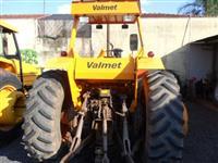 Trator Valtra/Valmet 138 4x4 ano 85