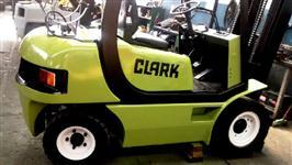 Empilhadeira Clark CMP 25 Triplex