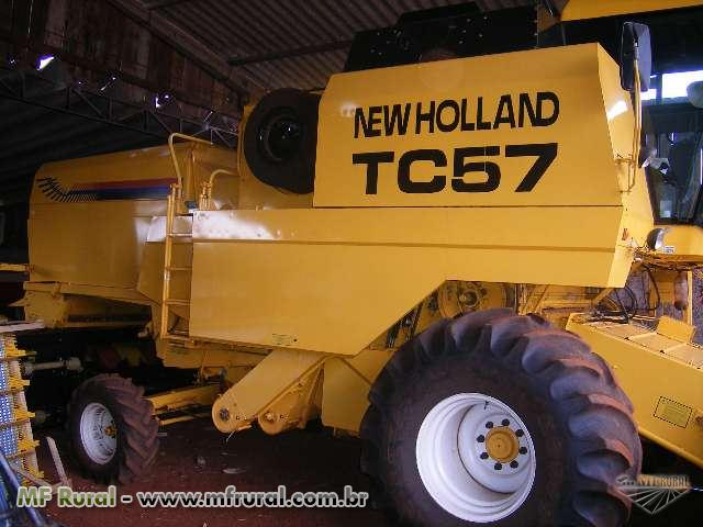 Colhedora New Holland TC 57 hidro plus  ano 2003