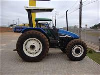 Trator Ford/New Holland TL 85 4x4 ano 02