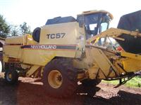 NEW HOLLAND TC 57 / ANO 1995 / 17 PÉS / AUTONIVELANTE / REVISADA