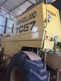 NEW HOLLAND TC57_COM PLATAFORMA DE 19 PÉS