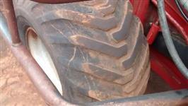 Colhedora de Cana Marca Case Modelo A 8000 de Pneus