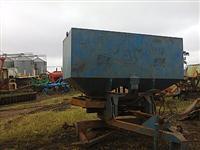 Distribuidor calcario gesso adubo semente arroz truck tandem 1800 kilos p/Massey