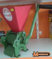Triturador Manual de Milho Botini