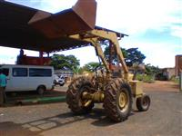Trator Carregadeiras MF 85x 4x2 ano 76