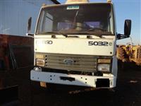 Caminhão Ford 2425 ano 00