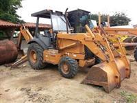 Retroescavadeira Case 580L Ano 2003
