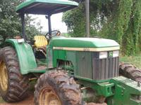 Trator John Deere 5700 (Único Dono!) 4x4 ano 02