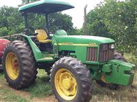 Trator John Deere 5705 (Todo Revisado - Apenas 3.500 H!) 4x4 ano 10