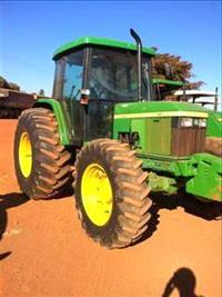 Trator John Deere 6405 4x4 ano 03