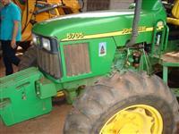 Trator John Deere 5705 4x4 ano 11