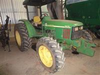 Trator John Deere 5605 4x4 ano 08