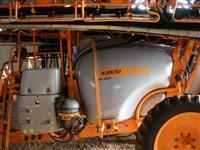 PULVERIZADOR AGRICOLA MARCA JACTO MODELO BK3024 VORTEX ANO 2010