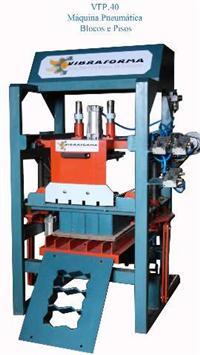 Maquina para fabricar blocos e pisos de concreto