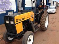 Trator Valtra/Valmet 685 4x4 ano 89