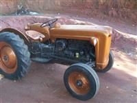 Trator Ford/New Holland Ford 54 4x2 ano 54