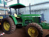 Trator John Deere 5700 4x4 ano 98