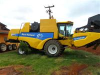 Colheitadeira New Holland CS-660 2006