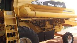 Colheitadeira New Holland TC-57 Arrozeira c/ Gabine e Tração