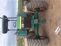 Trator John Deere 5700 4x4 ano 97