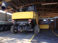 COLHEITADEIRA AGRICOLA NEW HOLLAND CR 6080 ANO 2014 COM PLATAFORMA GRAOS 25 PES