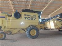 Colheitadeira New Holland TC57, ano 1997