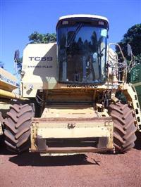 Colheitadeira New Holland TC59 ano 2000