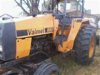 Trator Valtra/Valmet 880 4x2 ano 01