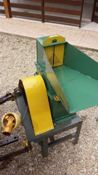 Triturador de Milho Cremasco. Aplicações: Trator e Motor Elétrico. Modelo TMCT-4