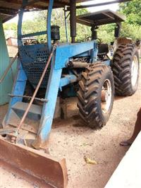 Trator Ford/New Holland 7610 4x4 ano