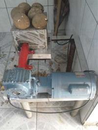 Maquina de descascar coco seco
