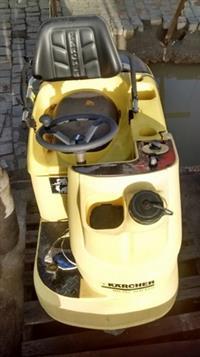 Lavadoura Elétrica Karcher 24V - c/ operador de bordo