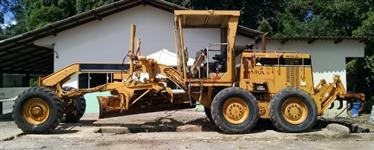 Motoniveladora, marca Caterpillar, modelo 120H, ano 1997, cor amarela, diesel
