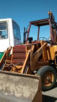 Retro-escavadeira Massey MF 86HS Ano 2000