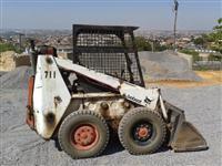 BOBCAT - Mini Carregadeira BobCat 711
