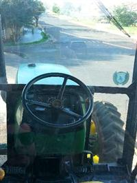 Trator John Deere 5600 4x2 ano 02