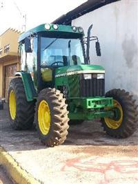 Trator John Deere 5600 4x4 ano 02