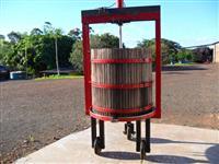 Prensa hidráulica para uva e ou bagaço, com base coletora em inox, e a ar.