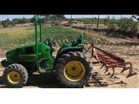 Trator John Deere 1046 com Alfaias
