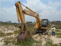 Escavadeira Komatsu Grande