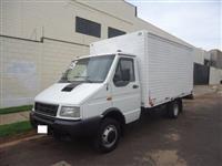 Caminhão  Iveco BAÚ  ano 05