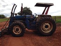 Trator Ford/New Holland Com lâmina e concha 4x4 ano 88
