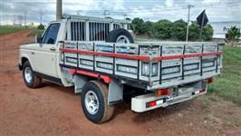 Camioneta D-20, ano 1988, carroceria madeira, motor Maxion Turbo, 05 marchas