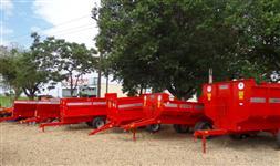 Carreta Forrageira Metálica Basculante com Pistão 4.5 - Ipacol - Nova