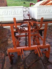 Adubadeira Lavrale para tratores Agrale 4100 e 4200