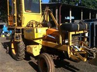 Trator Carregadeiras 880 4x2 ano 87