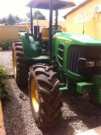 Trator John Deere 6110 D 4x4 ano 13