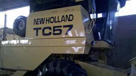 Colheitadeira new holand TC 57 ano 2000 mecanica